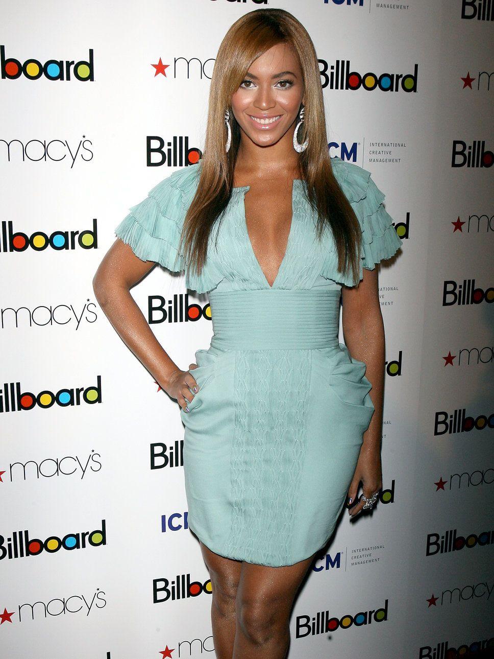b04b095a6c0 Beyonce Green Dress