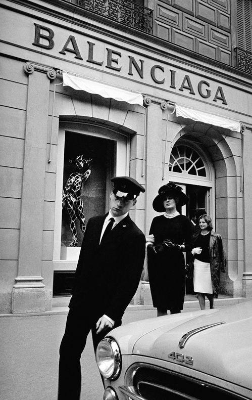 """""""L'œuvre au noir"""", l'exposition monochrome dédiée à Cristobal Balenciaga au Musée Bourdelle – •wallpapers"""