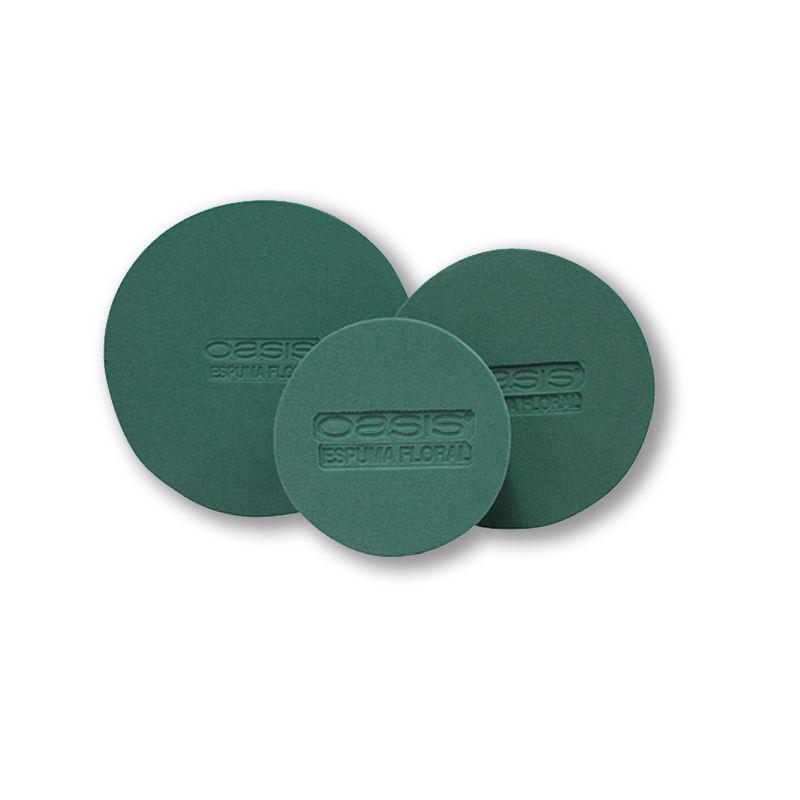 """Los Discos OASIS® son piezas precortadas de espuma floral OASIS® Deluxe y son especiales para diseños que requieren de una forma circular, se pueden colocar en bases redondas o cilíndricas. Disponible en tres tamaños: Chico 5.5"""" (14 cm), Mediano 7.6"""" (19.3 cm), Grande 9.8a"""" (25 cm) de diámetro."""