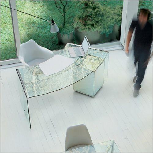 Extravaganter Schreibtisch aus durchsichtigem Glas - gerundet - design aus glas rezeption bilder