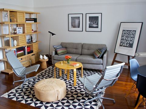 A pair of Eames Aluminum Group lounge chairs in the living