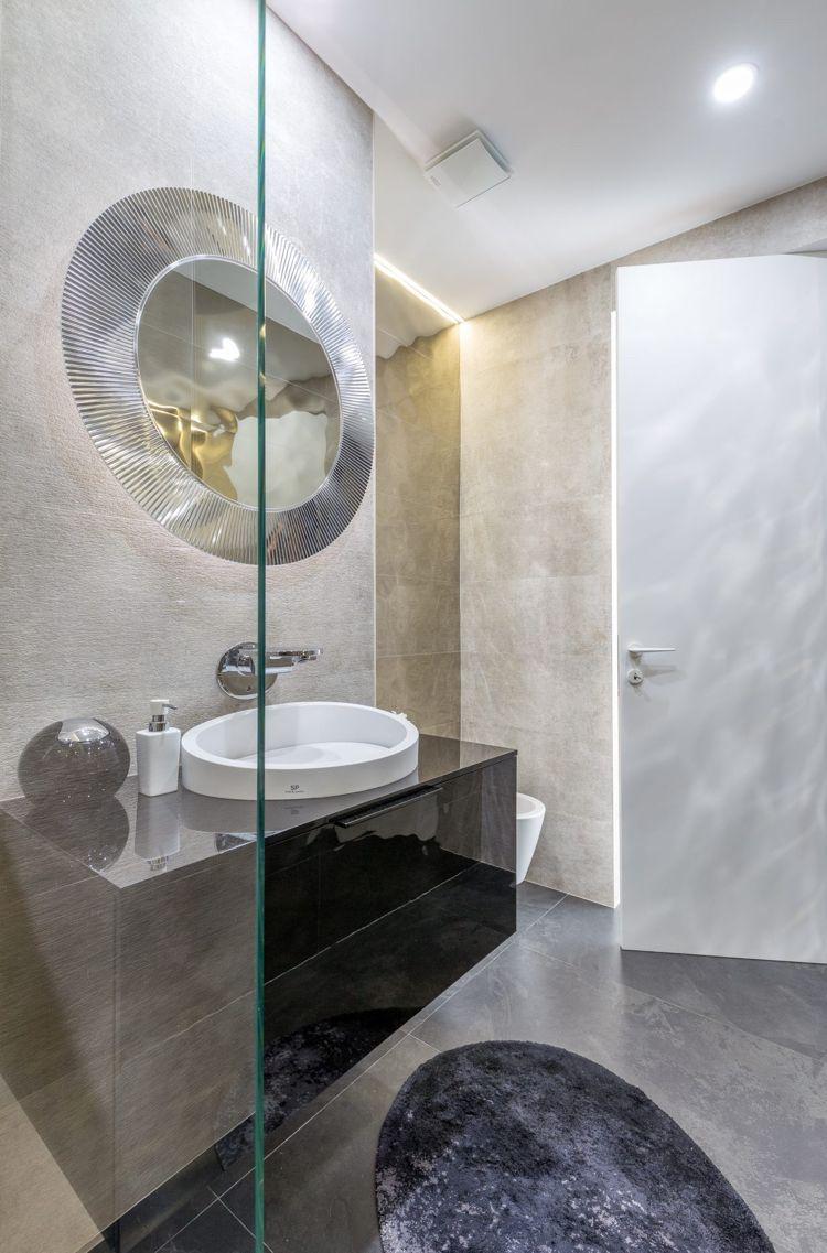 Graue Einrichtung Badezimmer Hell Luxus Glaswand Indirekte Beleuchtung  #innendesign #design #interior
