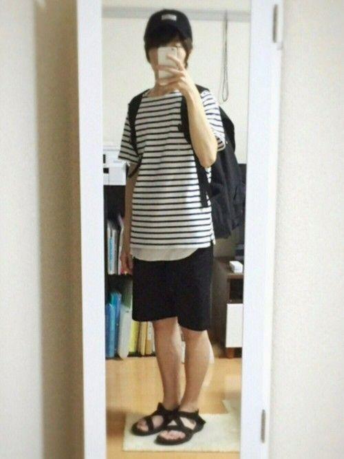 57回目の投稿です🚶🏻 ボーダーTシャツ×白のタンクトップ×黒のハーフパンツ このコーデから髪切