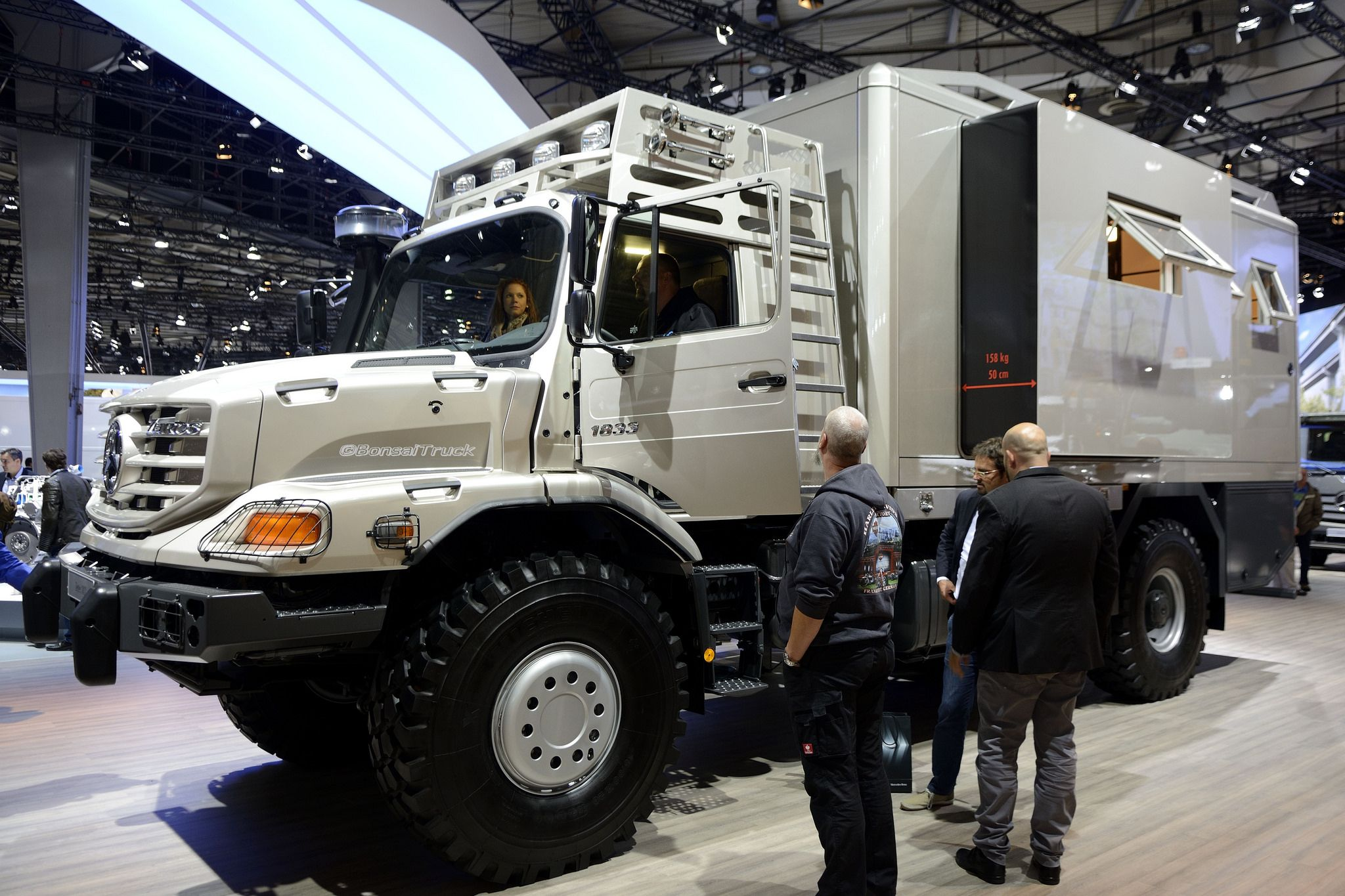 Image gallery mercedes benz zetros for Mercedes benz zetros 6x6 expedition vehicle