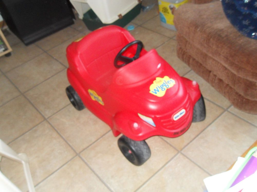 LITTLE TIKES THE WIGGLES BIG RED CAR RIDE ON COZY COUPE