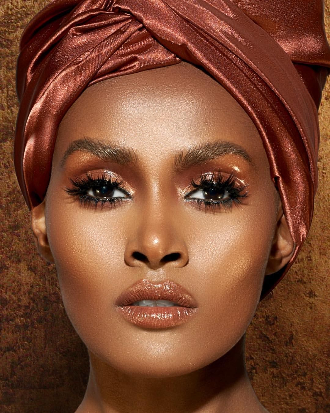 Sunday Morning lash & Glow Glow easily and effortlessly