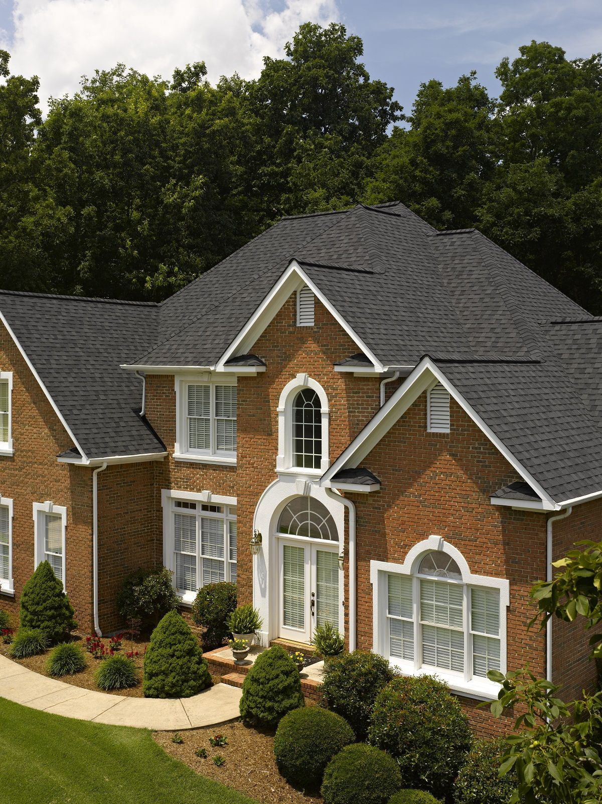 Certainteed Landmark Shingle Shown In Moire Black Roofing Shingle House House In The Woods Residential Roofing