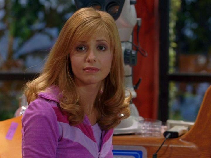 Sarah In Scooby Doo 2 Monsters Unleashed Celebrity Moms Sarah Michelle Gellar Daphne Blake