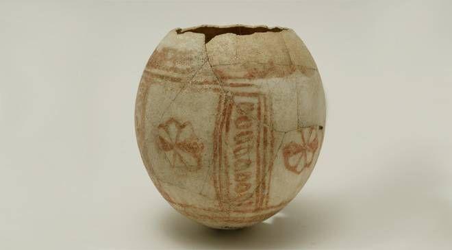 Decorated ostrich egg © Ministerio de Cultura