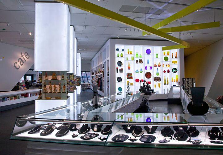 Vitrina Iluminada Por Detras Denver Art Museum Shop By Roth Sheppard Retail Store DesignRetail