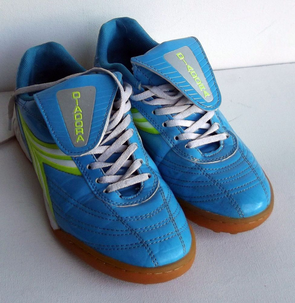 women's diadora soccer shoes cleats 8.5 VERY GOOD PLUS or EX a scuff on uppers.  #diadora