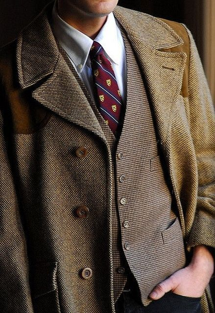 Nothing like better in fall and winter than layered tweed. The tie is a nice touch.
