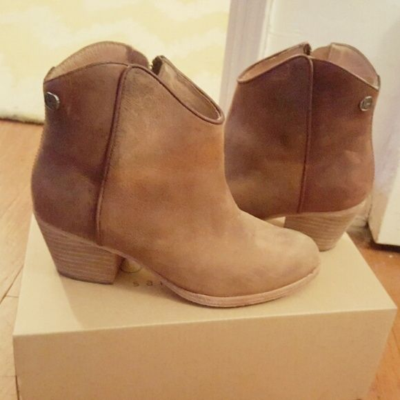 77586151b72 koolaburra • leather ankle boots booties santa barbara cali cool ...