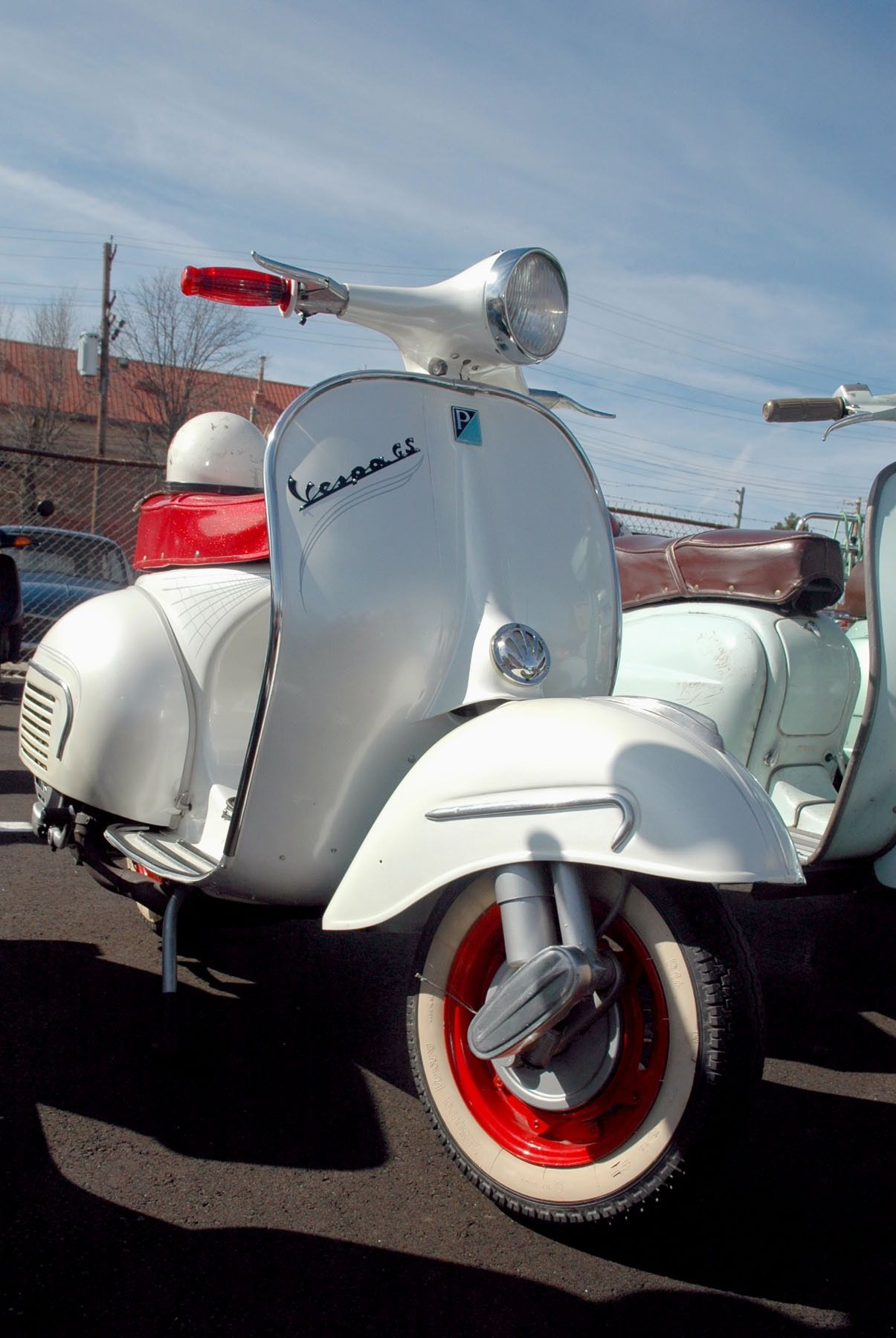 VESPA WHITE WITH RED