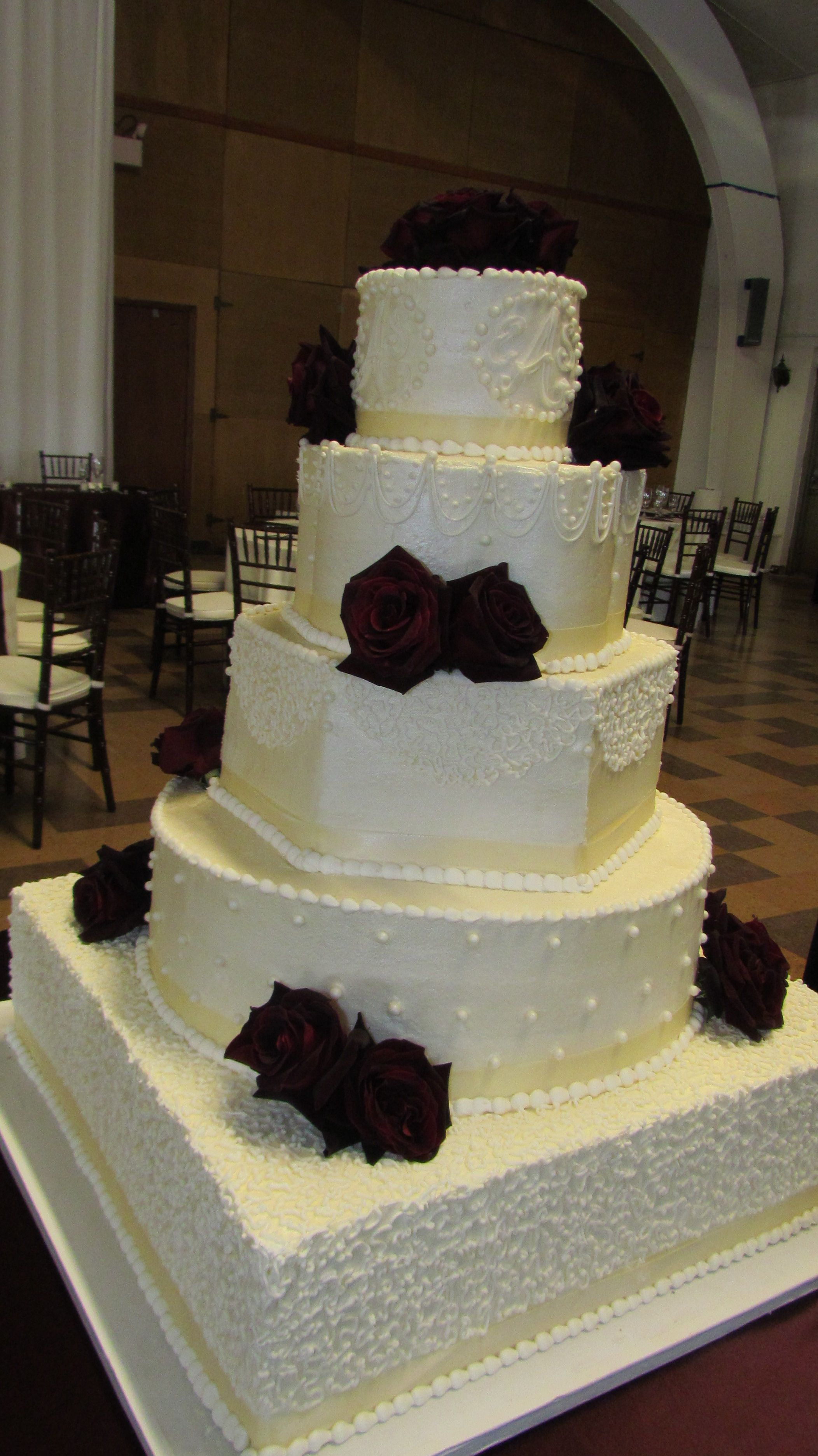 Cakes By Lori At Hawthorn Suites Champaign Il Wedding Cakes