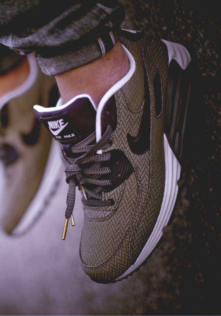 Épinglé sur Shoes.. sneakers & Heels, ♥️