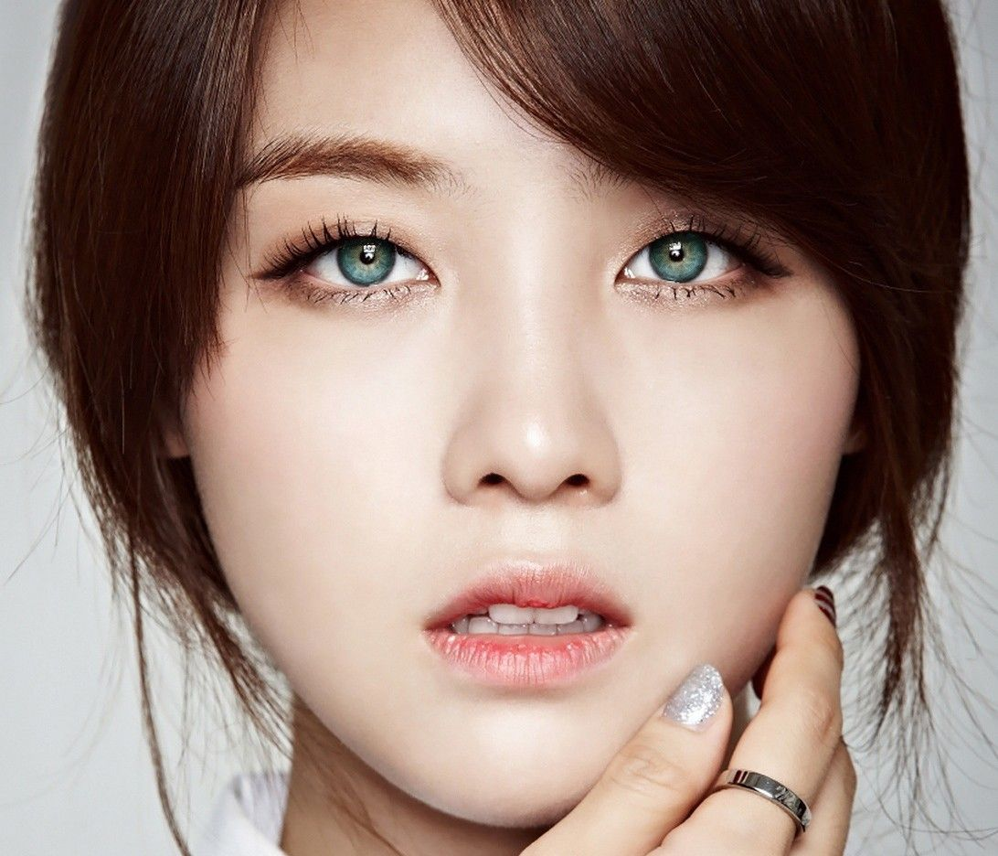 12 Idols Who Would Look Majestic With Blue Eyes People With Blue Eyes Woman With Blue Eyes Blue Eyes