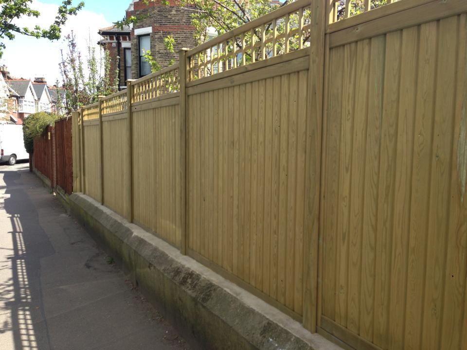 A Stylish Boundary Fence Pinned By Uk Gardening Directory Www