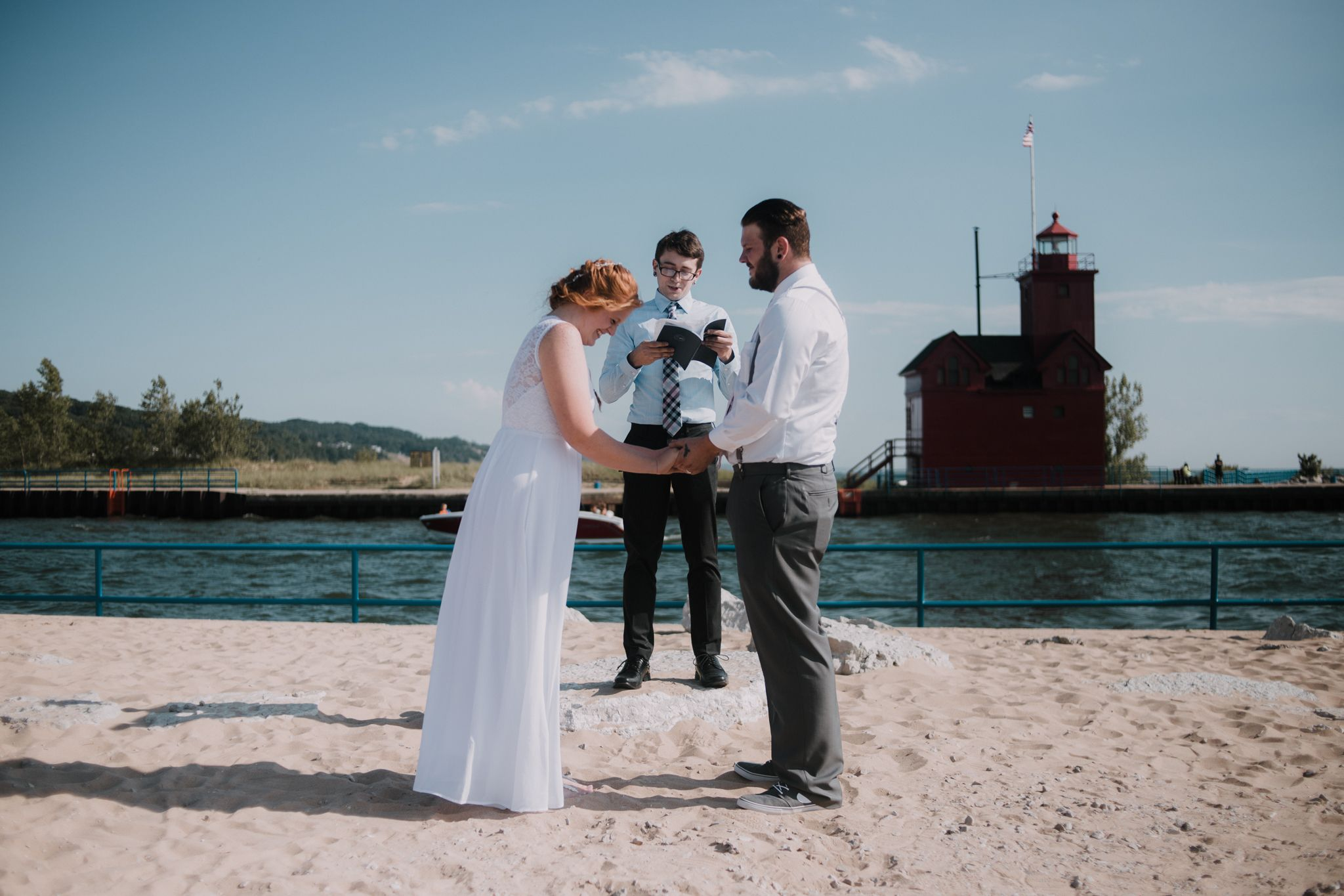 Untraditional trends for your wedding michigan wedding beach