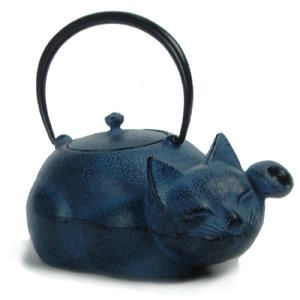 "reclining cat with raised left paw cast iron teapot (tetsubin) in style of Japanese maneki-neko (literally ""beckoning cat"") lucky cat figures, bail handle, c. 2010s, Japan"
