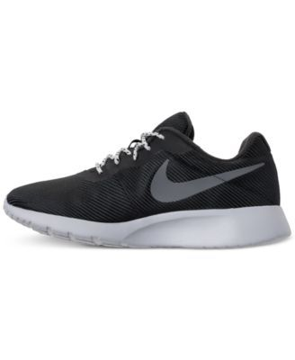 save off 4ee89 3bee5 Nike Men s Tanjun Se Casual Sneakers from Finish Line - Black 10.5