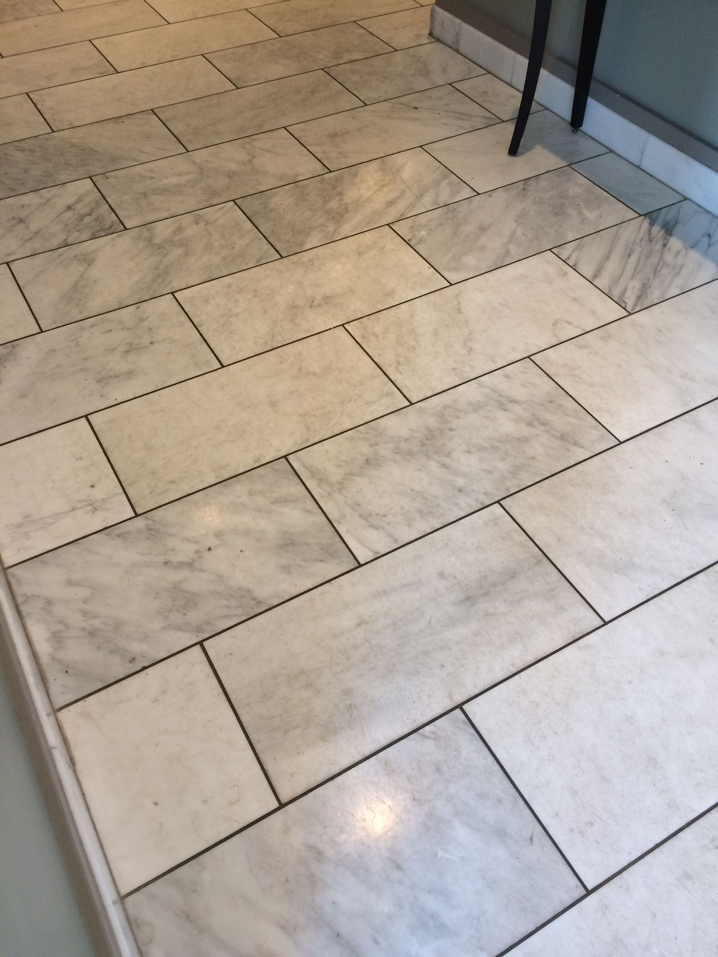 White And Gray Marble With Dark Gray Grout Floor Tile Grout White Tile Floor Grey Floor Tiles