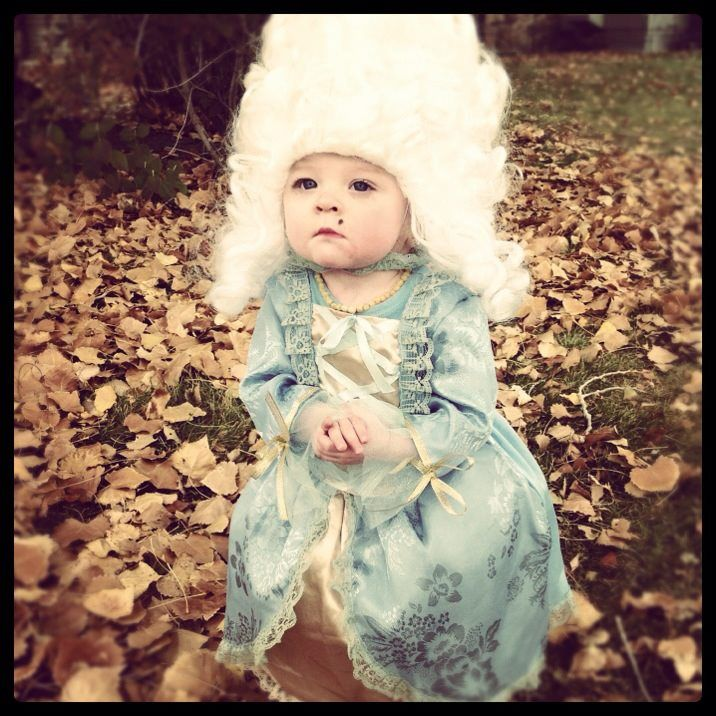Marie Antoinette toddler Halloween costume...OMG I love it! But she would never keep that wig on!