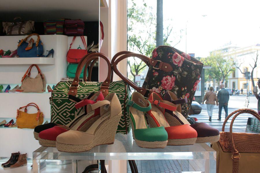 ¿Aún no tienes tus CUÑAS DE LONA (ref. 5951 PRECIO 35€) para el traje de flamenca? ¡Corre que todavía estás a tiempo! Los tenemos en negro, rojo, verde, naranja, morado y arena #PilarBurgos Consíguelos aquí http://pilarburgos.com/modelos/5951_loro.html?iframe=true&width=650&height=400