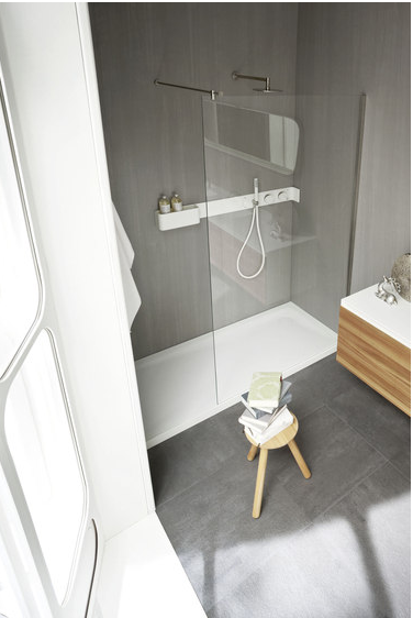 Ergo_nomic Douche for Rexa Design (Designer : Giulio Gianturco) | Douche receveur et parois.