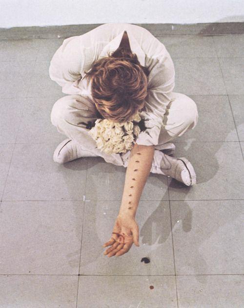 sews:    Gina PaneAzione sentimentale. Particolare, 1973.