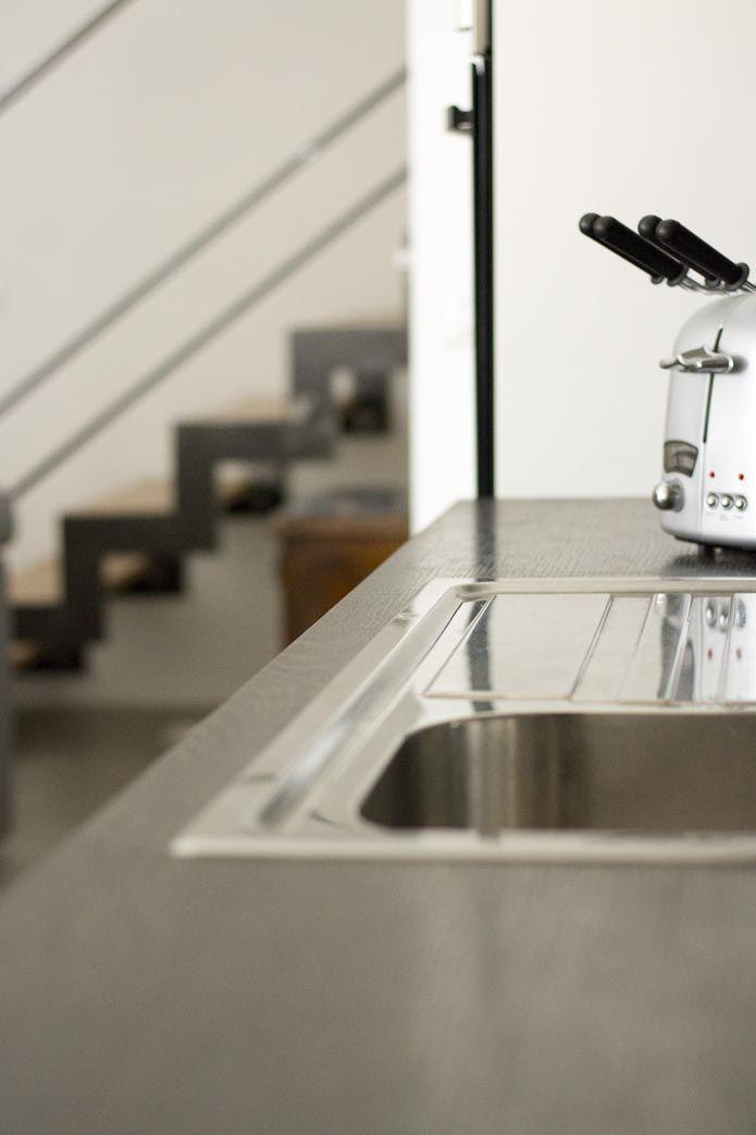 Scala in ferro e legno, cucina sotto la scala   Kitchen design ...