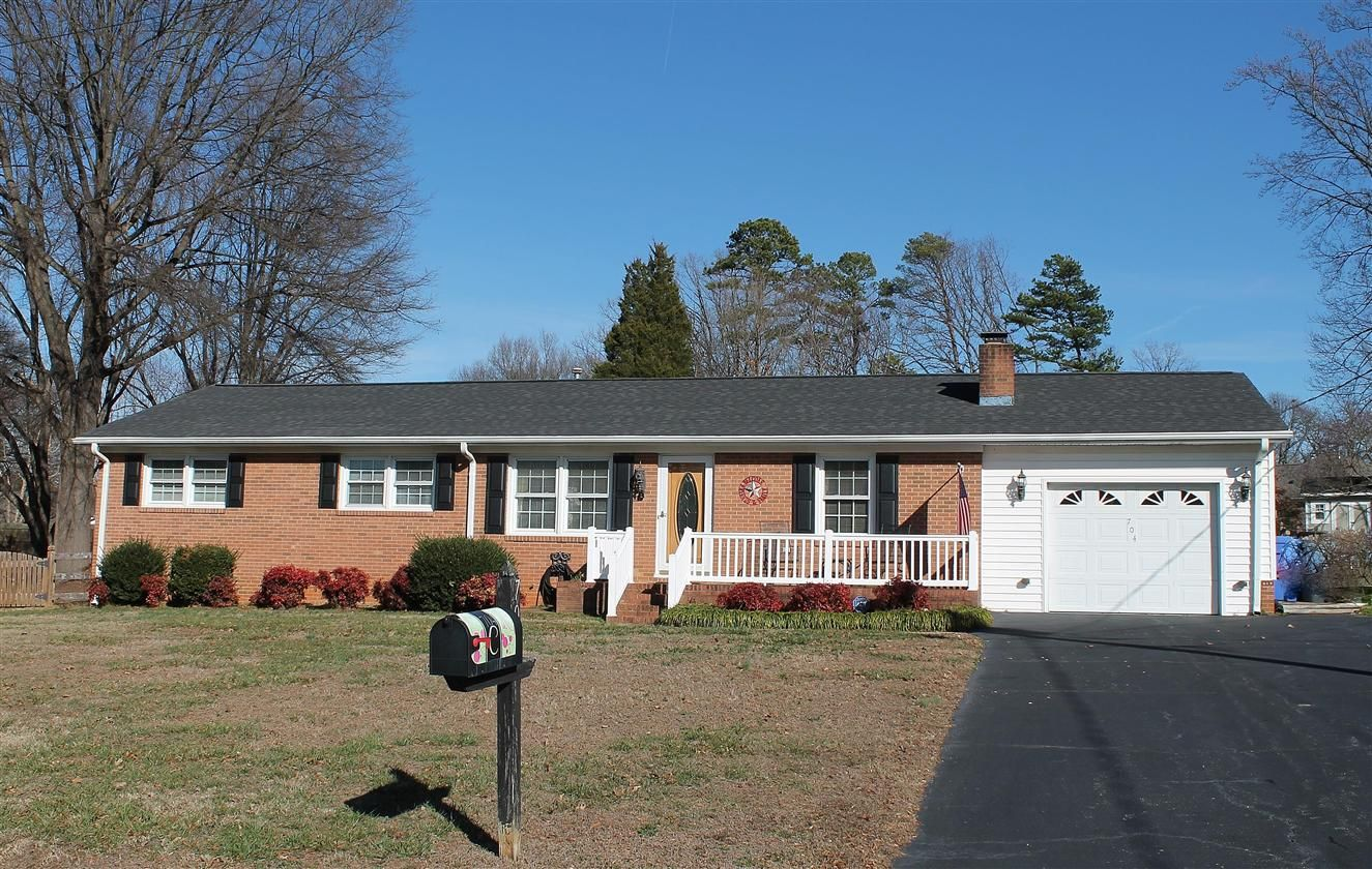 Open House Sunday 2 19 From 2 4 Pm 704 Branchwood Dr Kernersville Nc 27284 Open House Fenced In Yard Brick Ranch