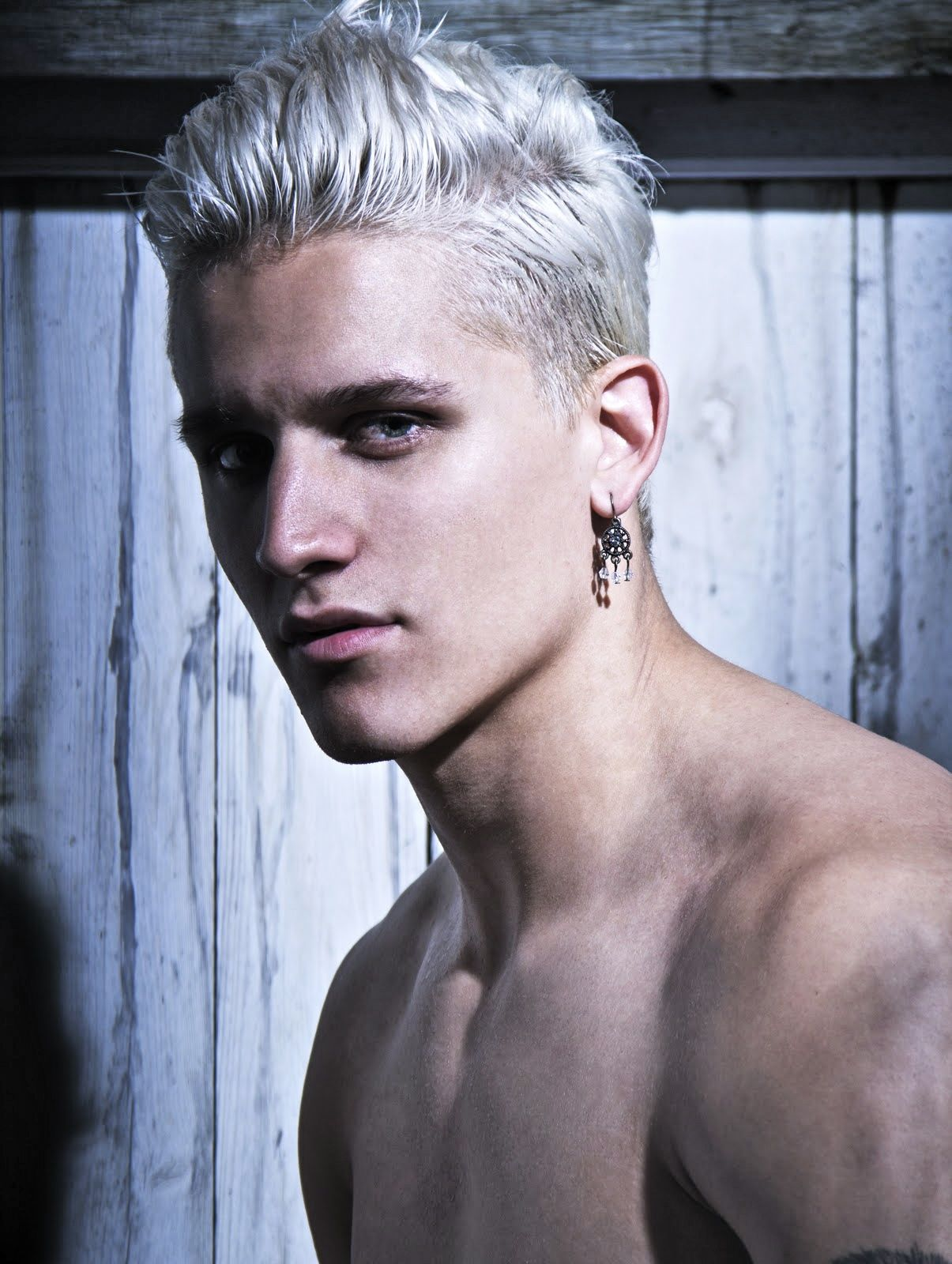 Gray On A Young Person Looks Unique White Hair Men Silver Grey Hair Guys With White Hair