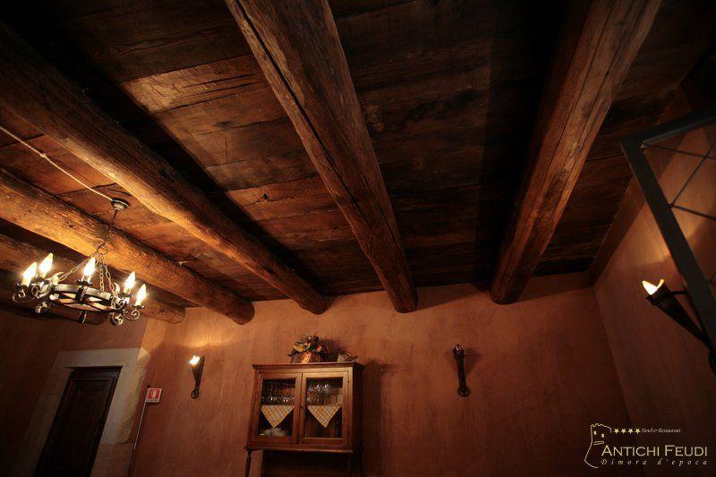 La Taverna Rustica con travi a vista – Antichi Feudi, Dimora d'Epoca. Hotel & Restaurant