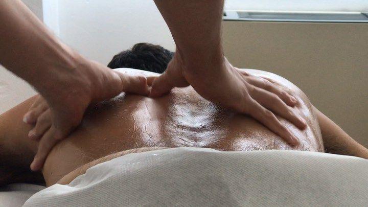 Today we massage the paravertebral musculature with precise and strong passages from the lumbar to the base of the neck. . . . oggi massaggiamo la muscolatura paravertebrale con passaggi precisi e forti dai lombare fino alla base del collo. . . . therapeuticmassage