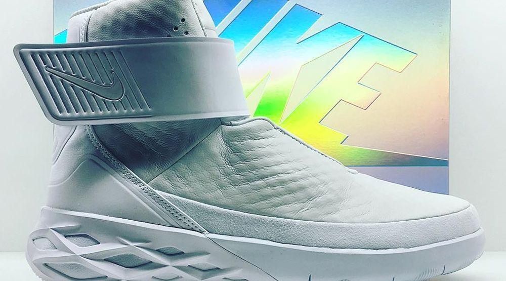 Laceless Sneaker | Nike