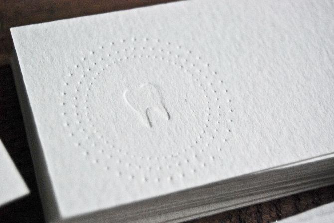 Conception Graphique Des Cartes De Visite Pour Un Dentiste Pince A Sec Gaufrage