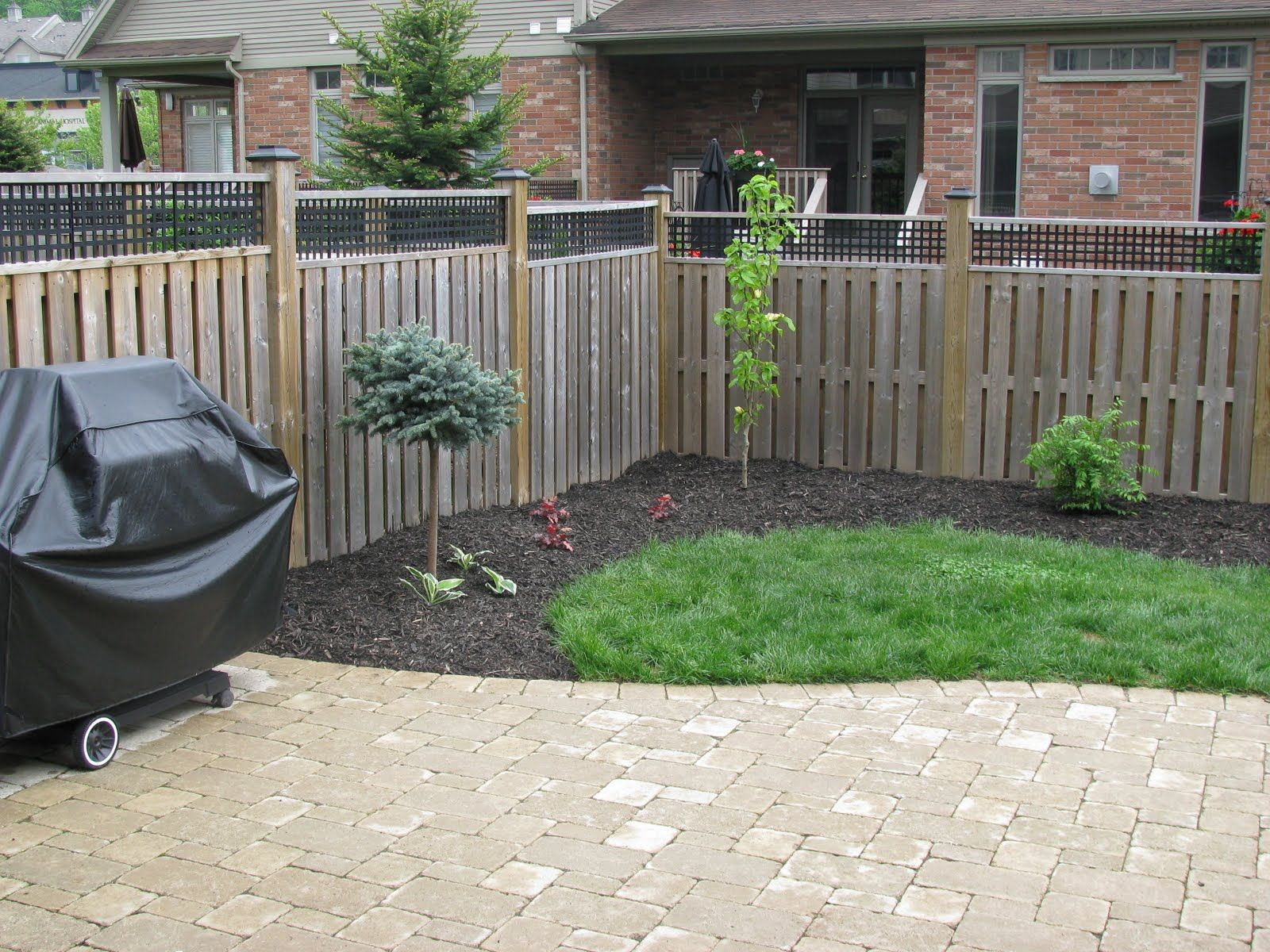 townhouse backyard landscaping ideas - I like the color of ...