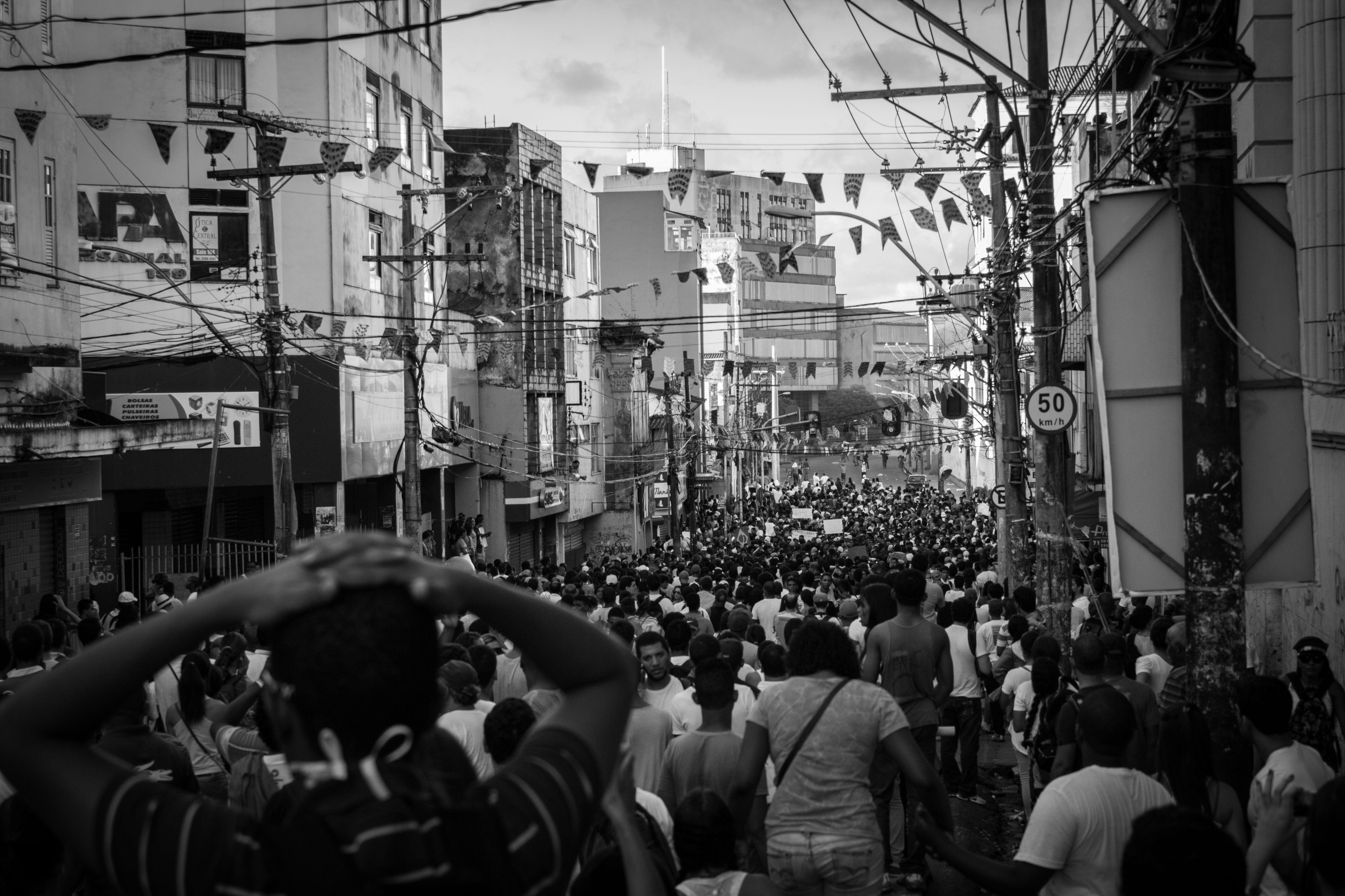Confronto entre manifestantes e a polícia militar nos protestos de junho de 2013