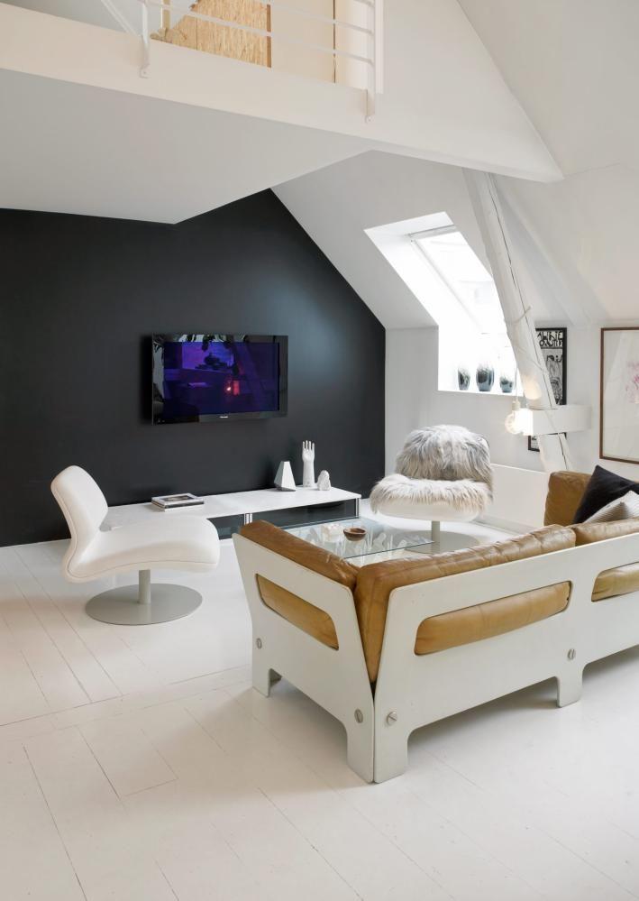 Incredible Un Loft Noir Et Blanc Interior Design Wall Behind Tv Download Free Architecture Designs Terchretrmadebymaigaardcom