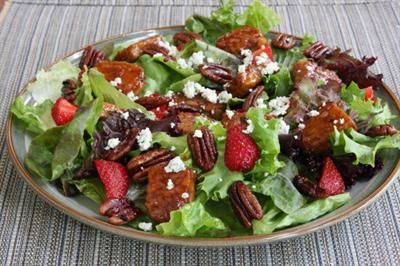 20 Delicious Tempeh Recipes for the Meatless Cook: Gourmet Salad with Tempeh