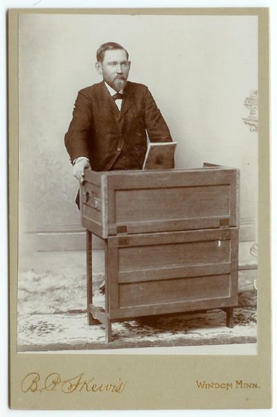 RARE VINTAGE MUSICIAN Cabinet Card of a Man Playing a Celeste - NO RESERVE