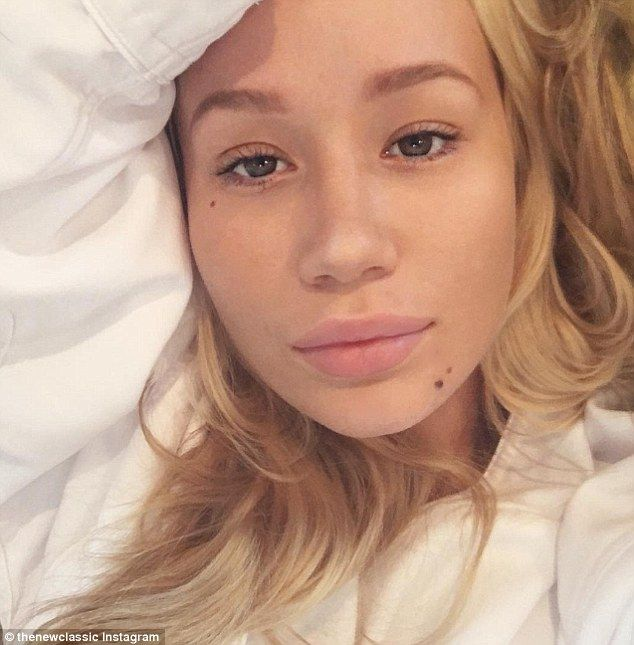 Snap Happy Iggy Azalea Went Au Naturel As She Snapped A Selfie On Monday In An Up Close Shot The Pop Star Wore No Make Up As She Sh Iggy Azalea Iggy