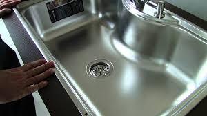 Como instalar uma cuba de cozinha (embutir ou sobrepor) http://www.leroymerlin.com.br/faca-voce-mesmo/como-instalar-cubas-de-cozinha-embutir-ou-sobrepor