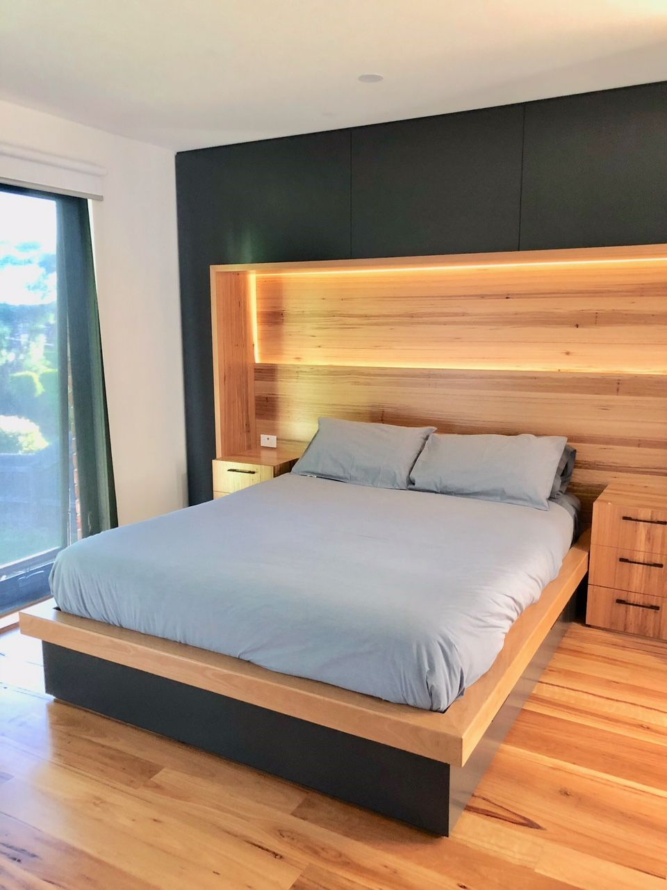 Best Custom Built Master Bedroom Design With Built In Timber 400 x 300