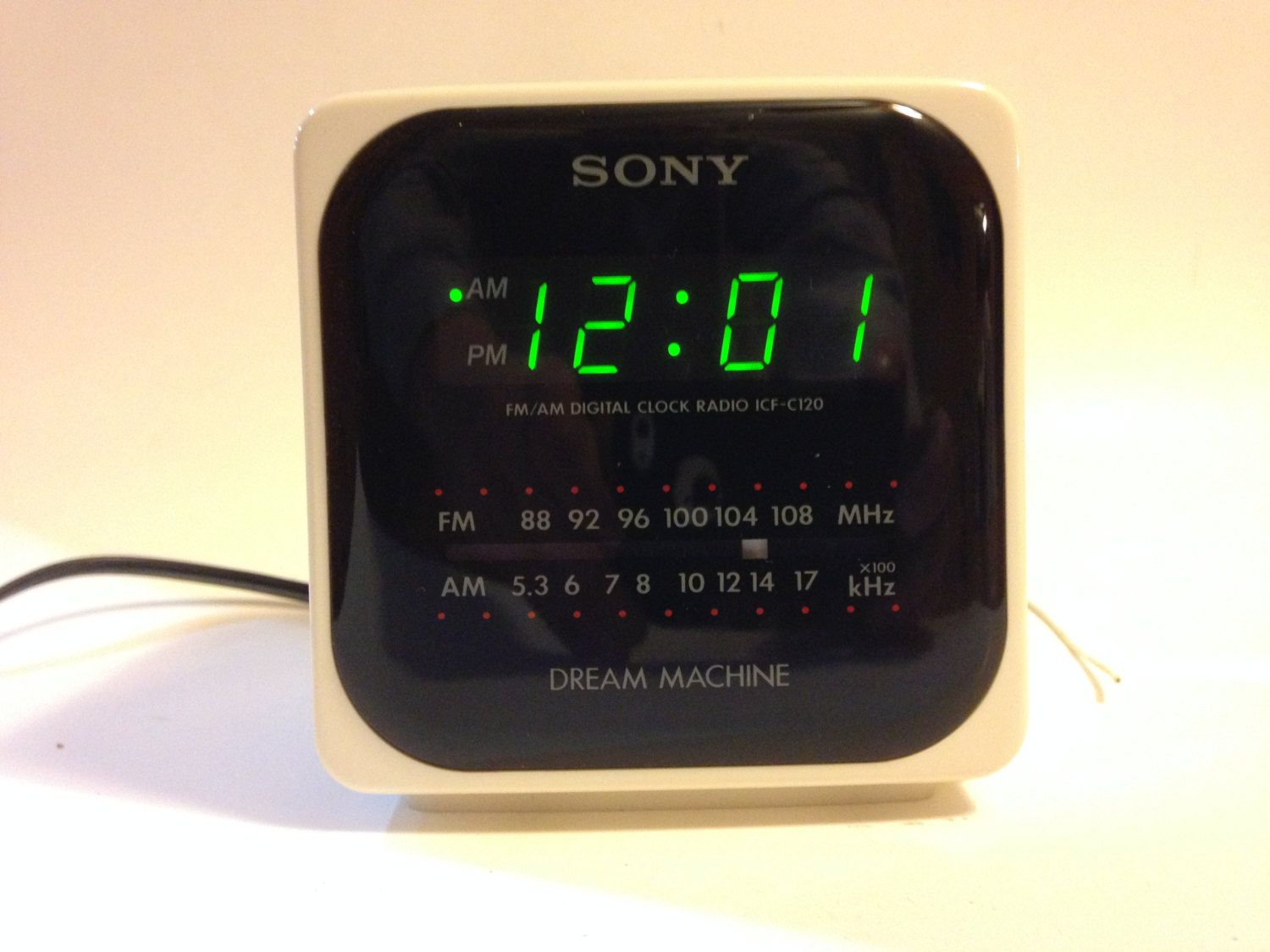 1e0103a9b0d Vintage 1980 s Sony Dream Machine ICF-C120 AM FM Alarm Clock Radio White
