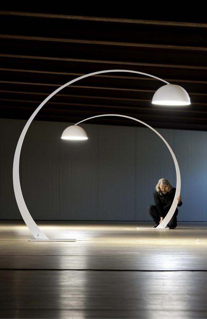 Savourez la beaut de la lampe arc en 50 images for Lampadaire interieur design
