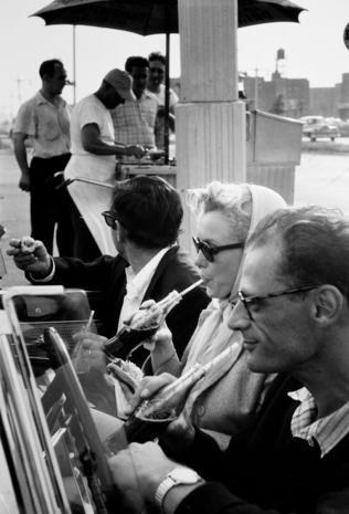 Marylin Monroe with Arthur Miller (1956)