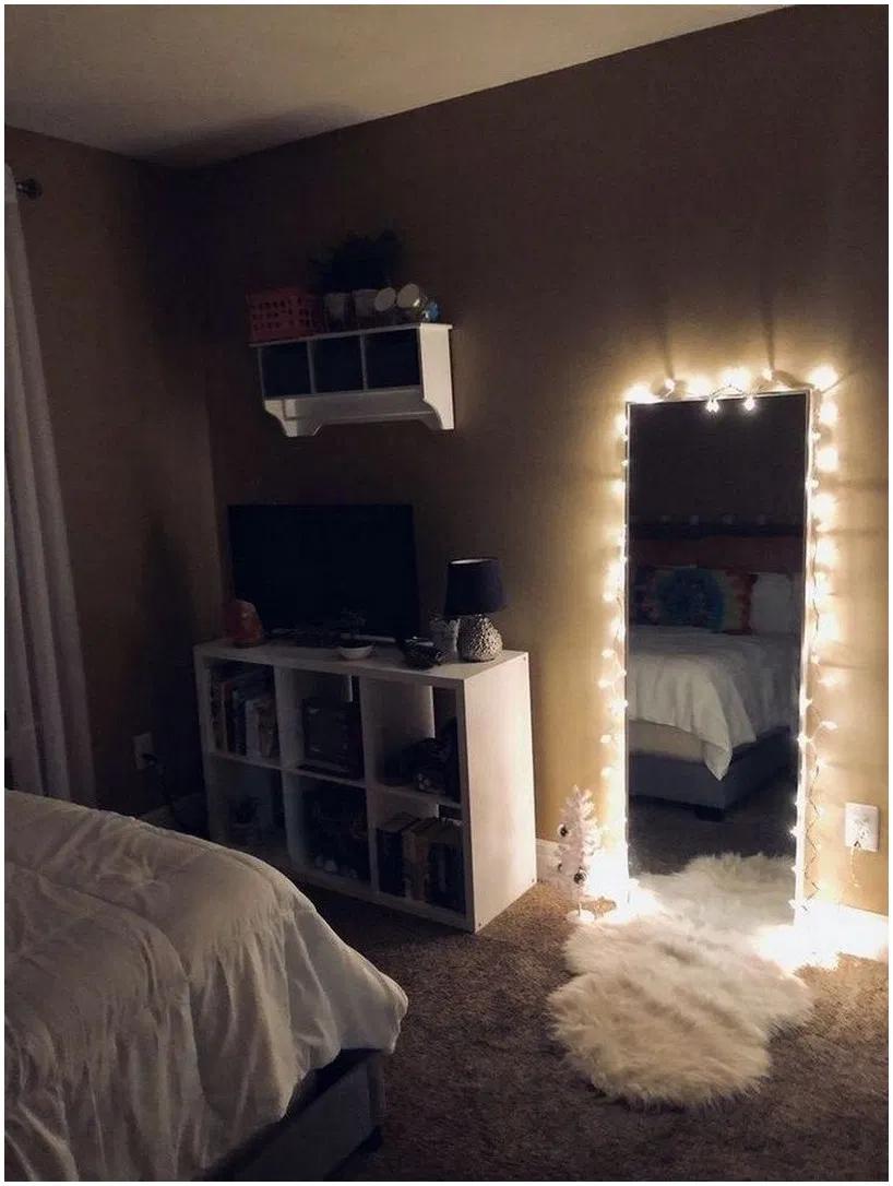 ♥ 73 beautiful diy fairy light for minimalist bedroom decoration 37 #diyfairylight #fairylight #minimalistbedroom – jilumpet.com