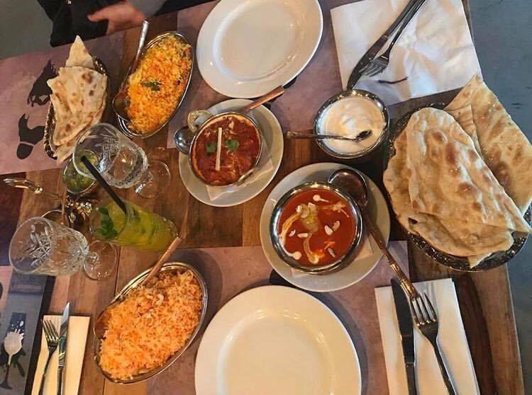 Kuchnia Indyjska To Nieskonczony Ocean Smakow Ktory Az Sie Prosi By Go Zglebic Wpadnij Do Guru I Skosztuj Aromatycznych P Cuisine Indian Cuisine Restaurant